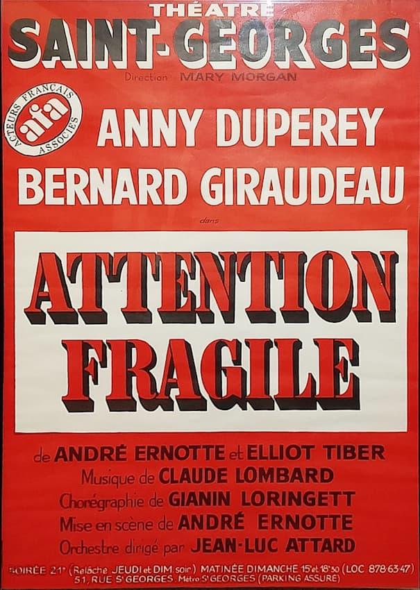 """Affiche de la pièce """"Attention fragile"""""""